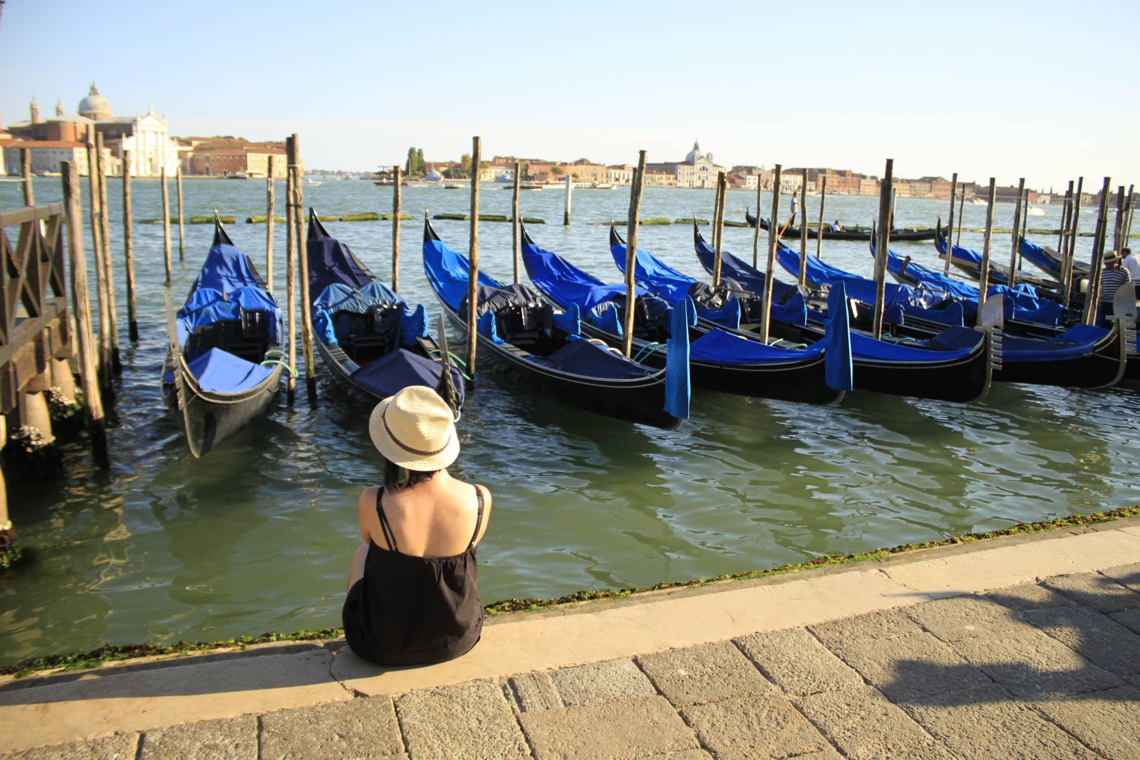 Wenecja, gondole, kanał