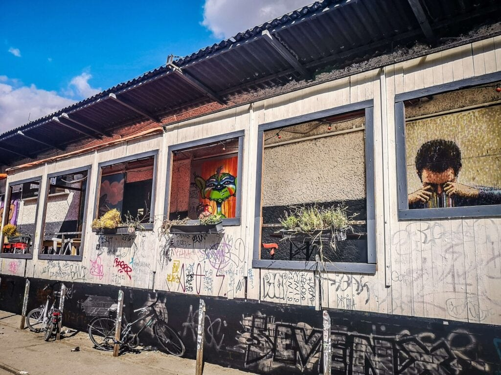 RAW Berlin - murale za oknami