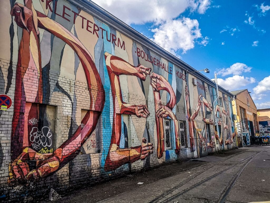 RAW Berlin - wielki mural na ścianie
