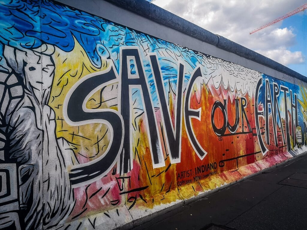 East Side Gallery - mural Save Our Earth