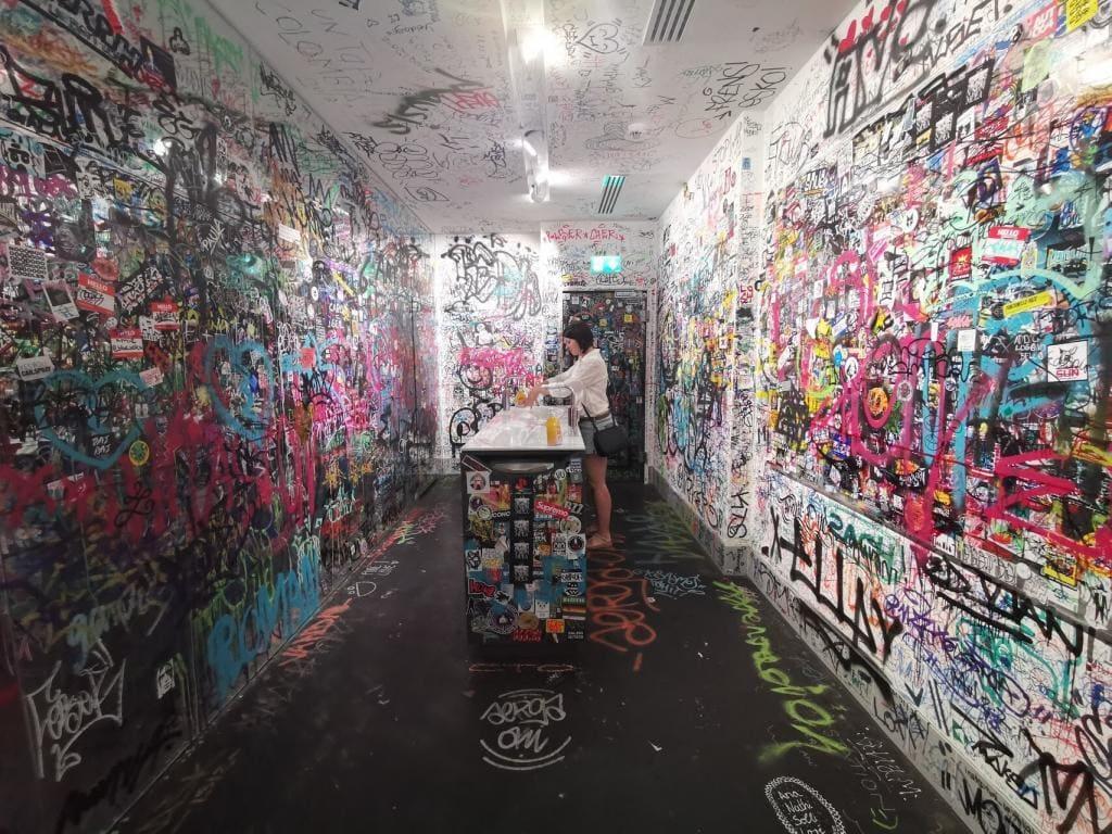 Urban Nation - kolorowa toaleta