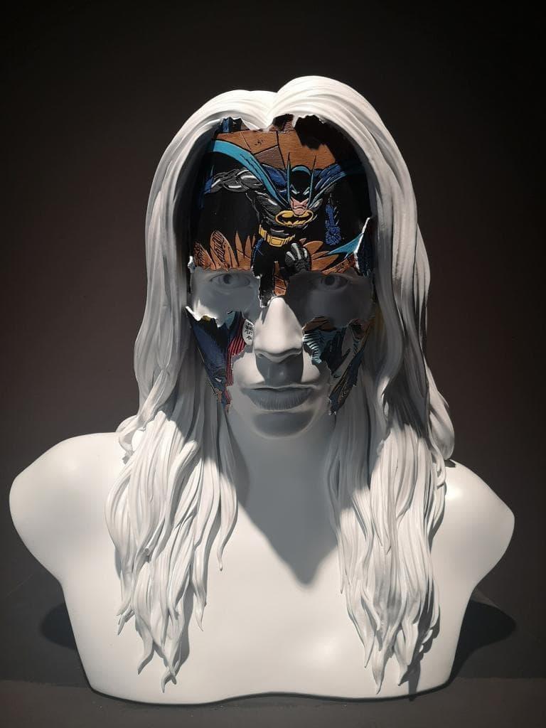Urban Nation - rzeźba twarzy kobiety w masce