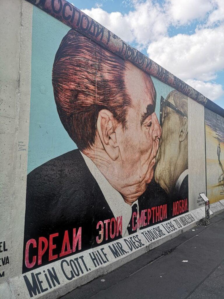 East Side Gallery - najsłynniejszy mural Breżniew i Honecker