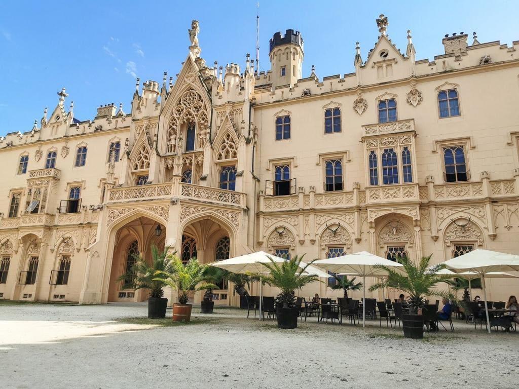 Pałac w Lednicach wejście