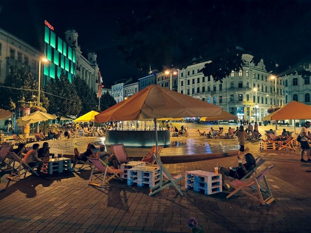 Brno strefa relaksu, leżaki na starówce